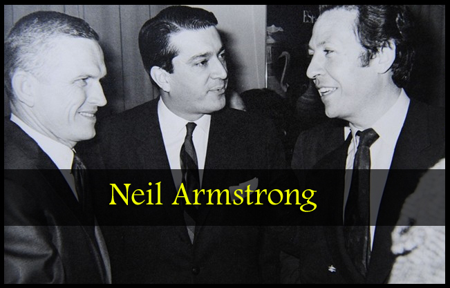 Julio Ayesa Neil Armstrong